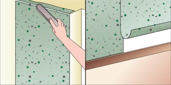 ... telo lavorando di spazzola per premere bene la carta contro la parete