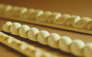 Modanature e bordini in legno