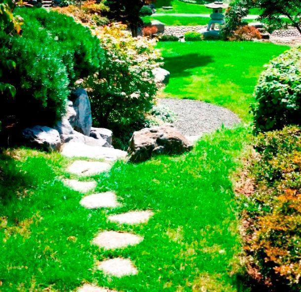 Vialetto in giardino con pietre irregolari come realizzarlo for Pietre piatte per giardino
