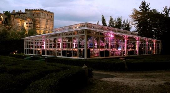 Matrimonio In Tensostruttura : Allestire il giardino di casa per un matrimonio