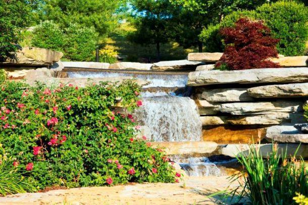 Giardino roccioso con cascata come realizzarlo - Cascate per giardino ...