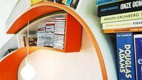 Mensole e mobili libreria dalle linee curve