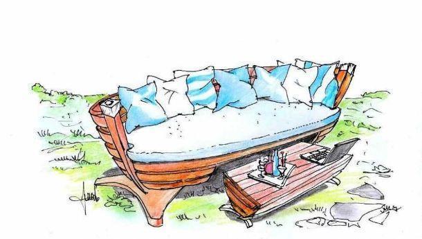 Salotto outdoor ricavato da una barca da pescatore