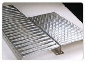 Griglie in acciaio zincato di  MCT Scaffalature SRL