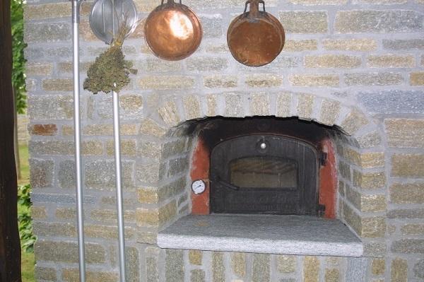Pietra di Luserna: Piccato Mauro, forno rivestito