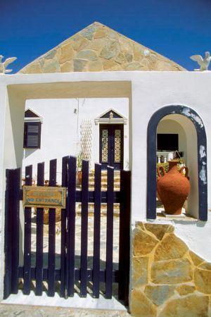 Cancello di casa vacanza in Santorini Grecia