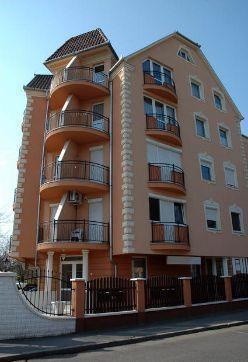 Decoro architettonico: balconi