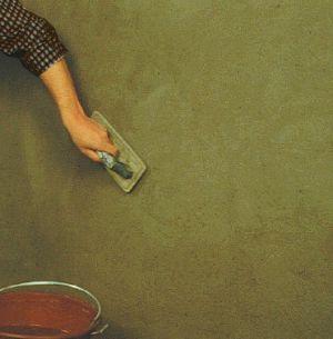 Lisciare l'intonaco delle pareti