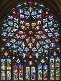 Rosone medievale con colonnine divisorie in vetro colorato