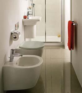 Un esempio di bagno piccolo risolto con la serie Connect Space