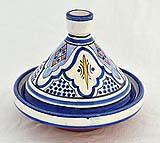Una taijne marocchina riccamente decorata, in grado di arricchire qualsiasi cucina.