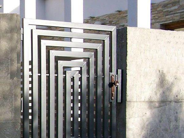 Cancello in metallo progetto per l 39 ingresso pedonale for Design per la casa in metallo