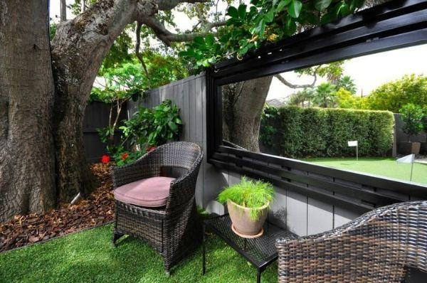 how to use mirrors in the garden. Black Bedroom Furniture Sets. Home Design Ideas