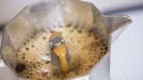 Pulizia profonda e manutenzione della caffettiera