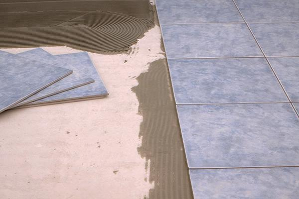 Quanto costa posare un pavimento in piastrelle