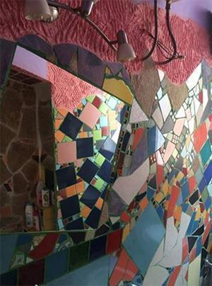 Quanto costa posare un pavimento in piastrelle - Rivestimento ad opera dell'artista Loredana Bio