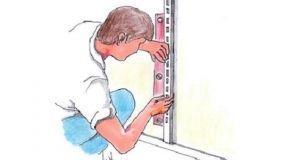 Come fissare scaffali regolabili e mensole a parete