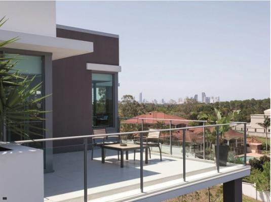 Esempio applicazione profilo protettivo in alluminio per balcone di Progress Profile