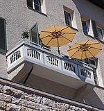 Balcone classico poggiante su mensole in muratura