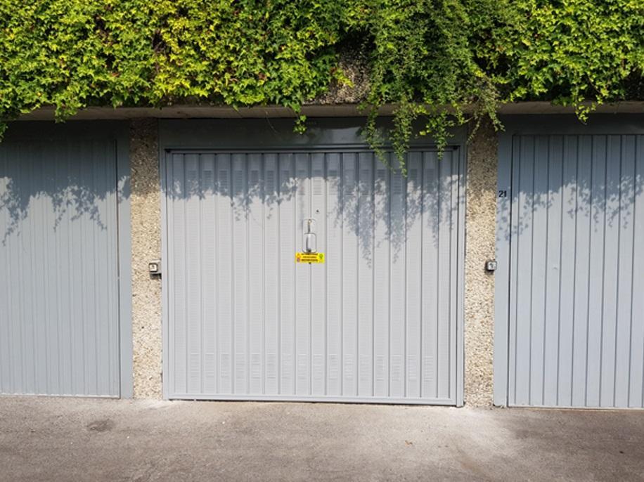 Porta basculante garage di Offine Locati