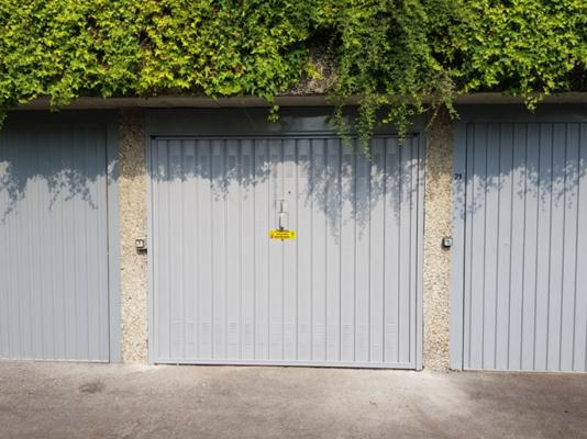 Porta basculante garage di Offine Locati