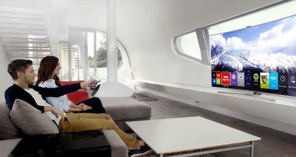 Tv con schermo curvo e arrotondato