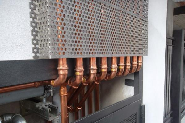 Impianti con tubazioni in rame e grata di protezione