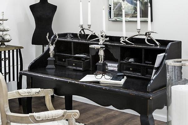 Scrittoio: la scrivania salvaspazio