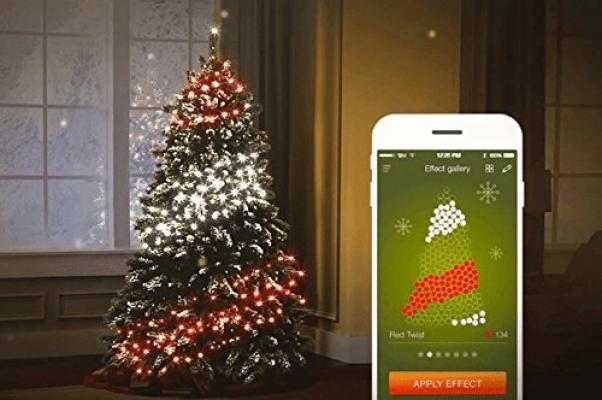 Luci di Twinkly per l'albero di Natale dallo smartphone su Amazon