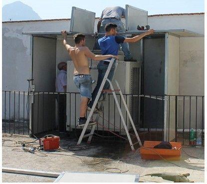 Schermatura di un condizionatore di grossa taglia a servizio di un albergo