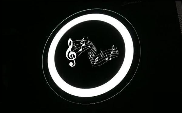 Specchio con integrato sistema bluethoot per l'ascolto della musica Orion di Vanità Casa