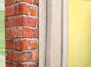 Stratigrafia di un intonaco con rinzaffo costituito da un intonaco macroporoso. Dal sito dell'Azienda Kerakoll.