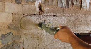 Biocalce Tasciugo® a base di calce idraulica naturale e lapilli pozzolanici, prodotta dell'Azienda Kerakoll.