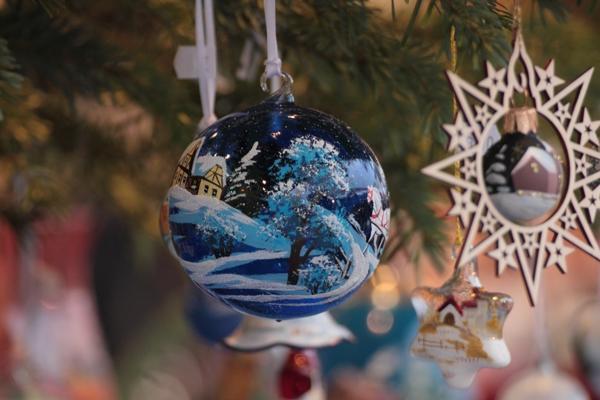Pallina natalizia colorata