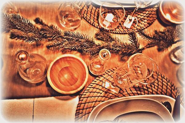 Dettaglio della tavola natalizia in stile etnico. Foto di Fabio Bartone