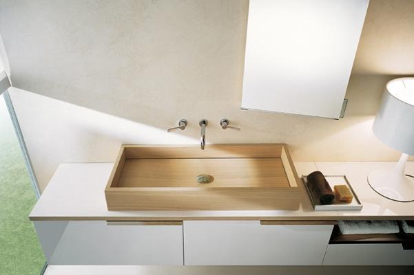 Bagno con lavabo in legno Woodline di Agape