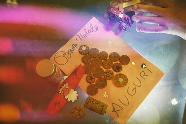 Bigliettini d'auguri realizzati a mano  da Elvana Brizio; foto di Fabio Bartone