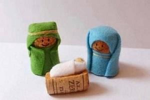 Statuine per Presepe realizzate con tappi di sughero. Fonte Pinterest, visto su creamamma.it