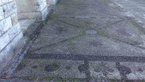 Pavimenti per esterni a mosaico di ciottoli