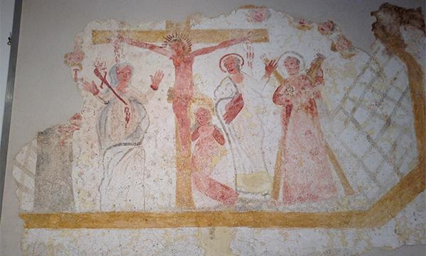 Scena di crocifissione (ora visibile presso il museo di Caporetto) dipinta in uno stile molto semplice e rozzo, e con evidenti errori di rappresentazione.
