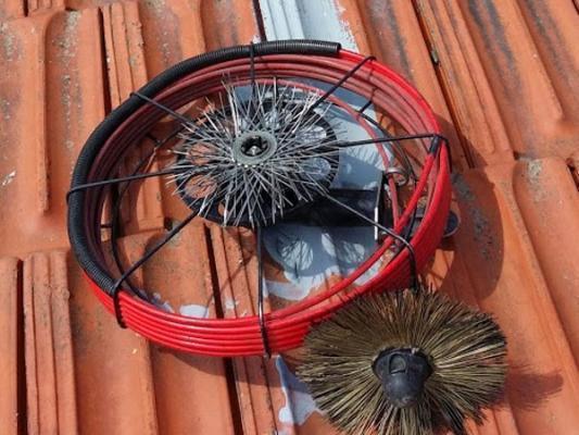 Strumenti per la manutenzione di canne fumarie Gli Spazzacamini
