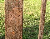 Particolare di una decorazione a zig zag sul montante di una recinzione.