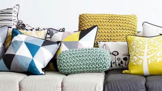 Decorare la casa con cuscini per divani multicolor
