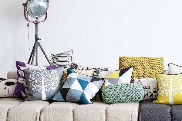 Foto cuscini per divani un tocco decorativo in casa for Cuscini divano