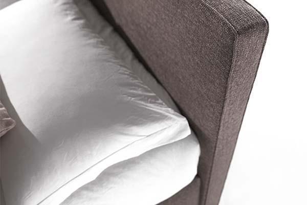 Testiera letto, letto imbottito con rivestimento in stoffa, di Santambrogio Letti