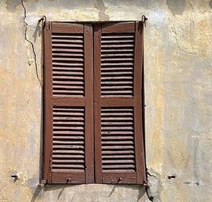 Infisso esterno su parete non integra