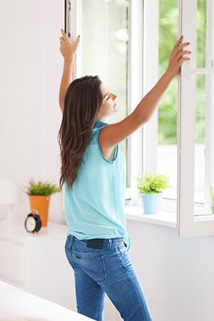 Il metodo migliore per un corretto ricambio di aria è aprire regolarmente le finestre.