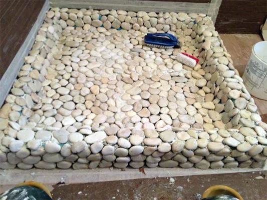Installazione delle pietre naturali sbiancate