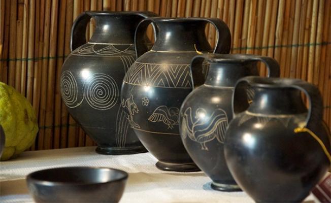 La Terra dei Buccheri: riproduzioni di vasi etruschi in bucchero