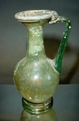 Piccola brocca romana in vetro (autentica), commercializzata da Mutina Ars Antiqua.